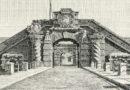 Dal 1673 al 1893, in Ortigia si accedeva da questa porta. Chiamata la Porta Ligny.